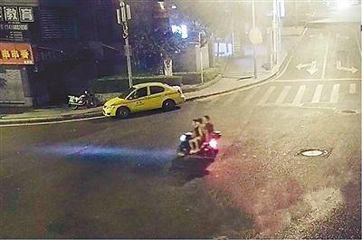 线上组队LOL,线下组队偷摩托车 这相互帮助可真不提倡